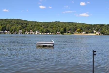 Betty's Boat House - Middlefield