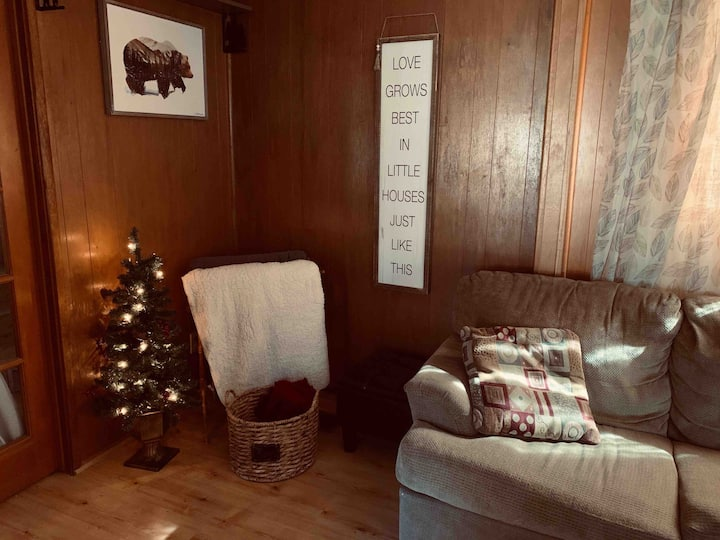 Wrightwood Hideaway! 1920's Cozy Family Cabin