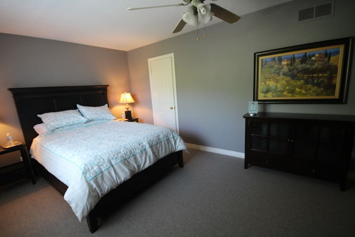 St. Andrews House B&B, Suite for 4 - Niagara-on-the-Lake - Bed & Breakfast