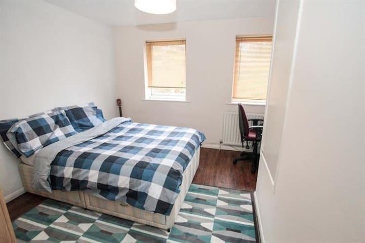 Near the Airport, Charming Room - Luton - Apartamento