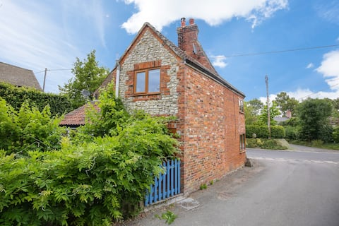18th Century Charming & Cosy Cottage