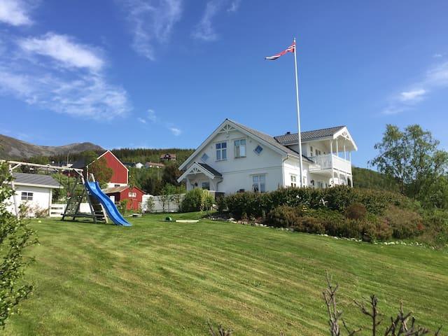 Hus ved sjøen i vakre Vesterålen - Sandnes