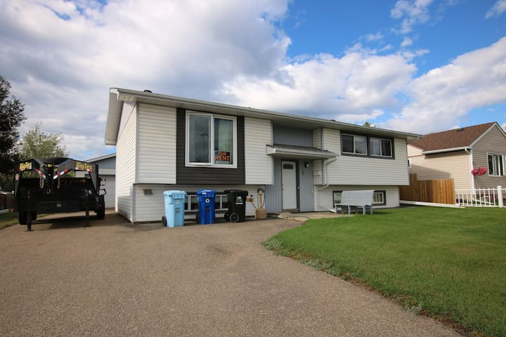 3 Bed Furnished downtown lower level of bi-level