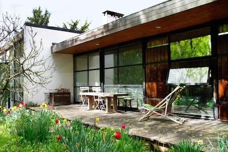 Maison d'architecte, atypique - Janvry