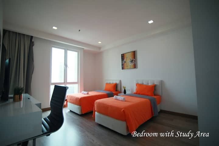 Deluxe Bedroom in Shared Apt @ One Bukit Ceylon