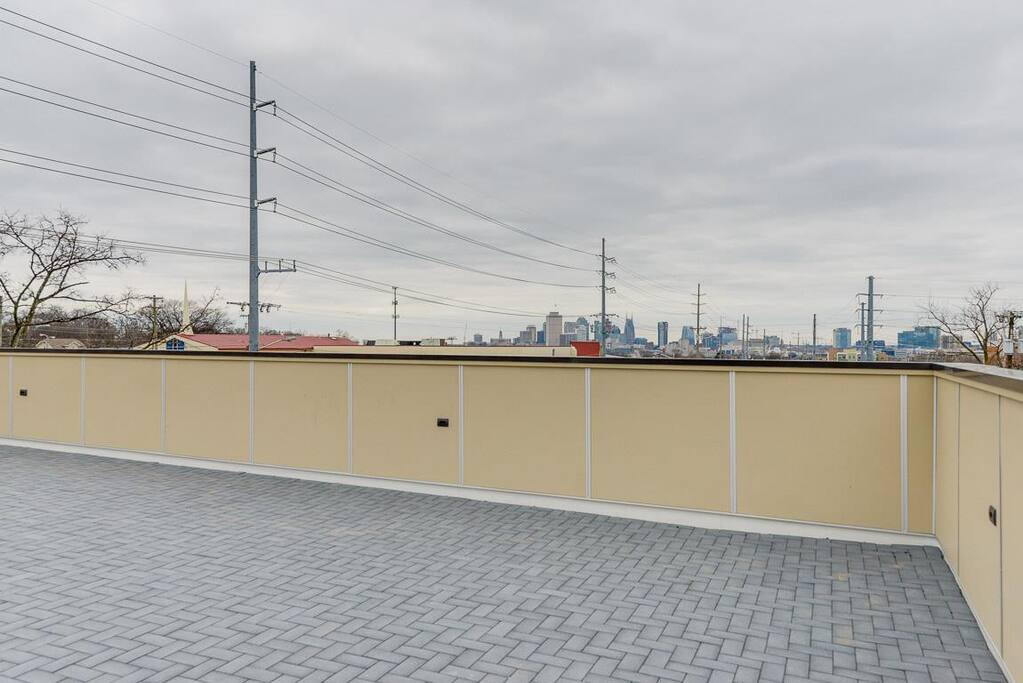 Great view of Downtown from rooftop.