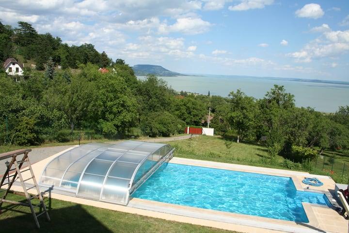 Haus mit Pool und wunderbarem Fernblick