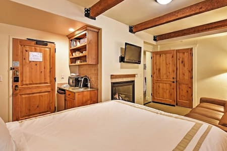 Cozy 1-bedroom Suite - Condominium