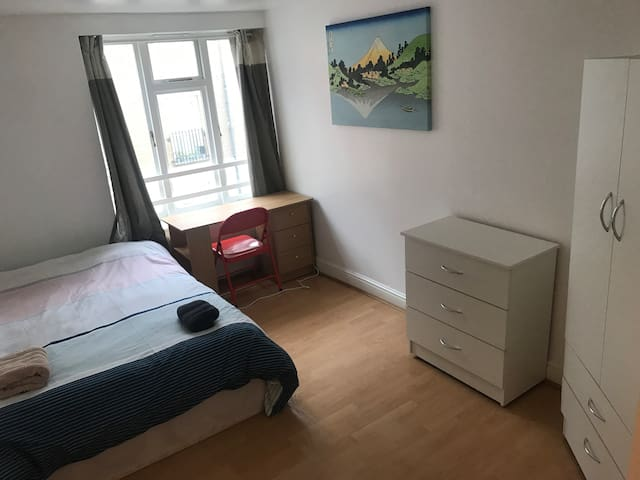 Very nice room, minutes to the city(room1)