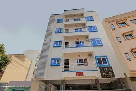 OYO - Vibrant 1BR Home Stay in Bangalore near BTM Lake