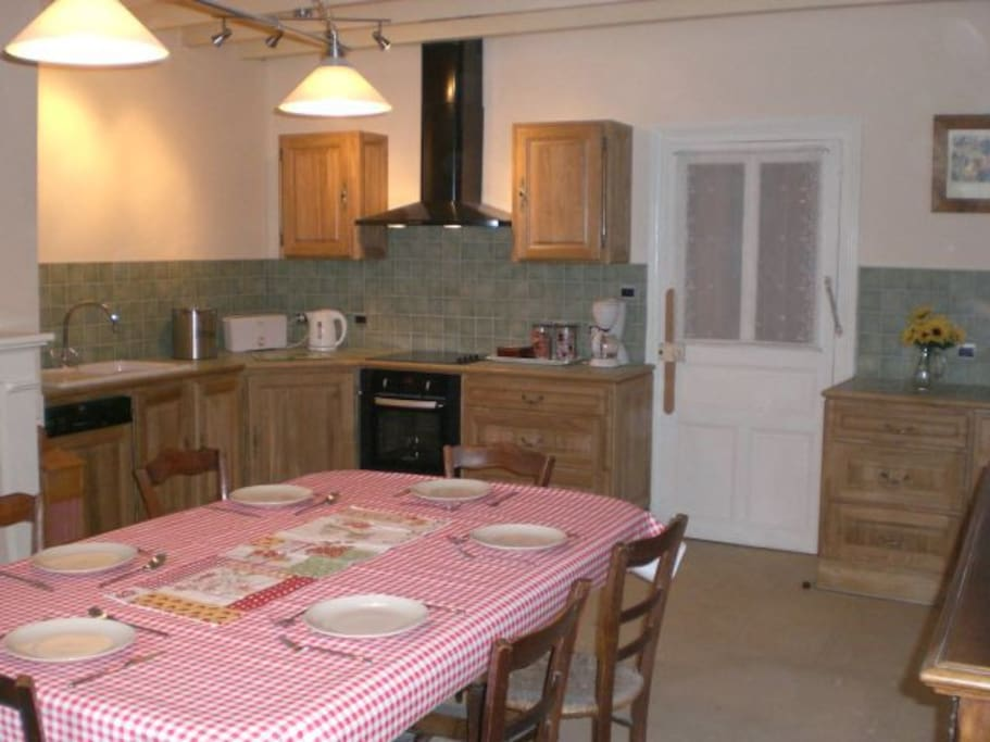 Fully fitted family sized kitchen