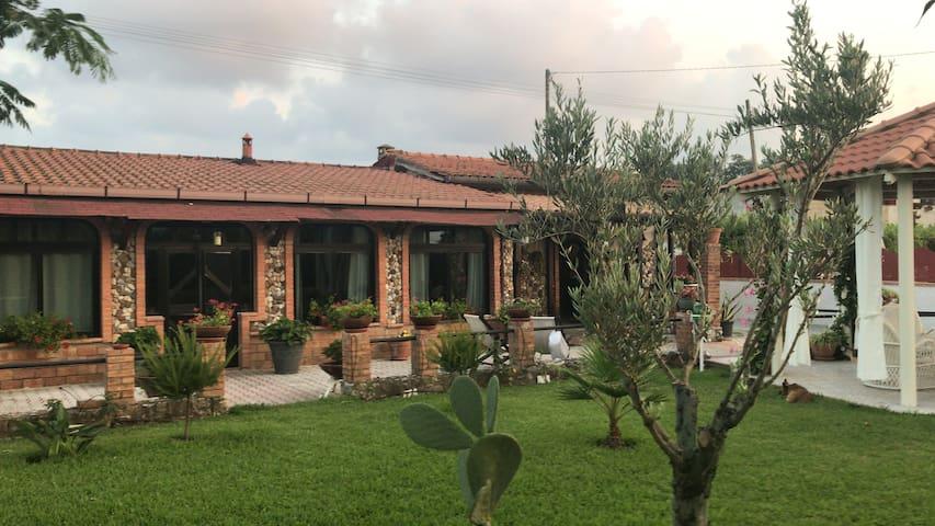 Prestigiosa e riservata villa in campagna.