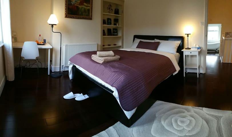 Private 2-Bed near Windsor Castle - Windsor - Casa