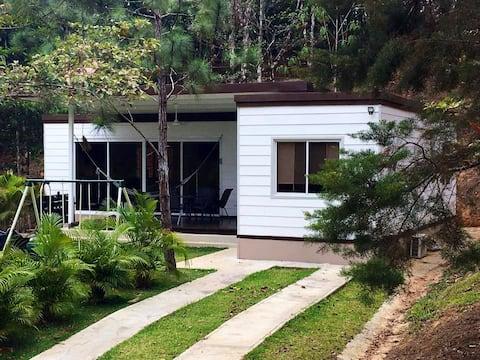 Moderna y minimalista Altos de Cerro Azul