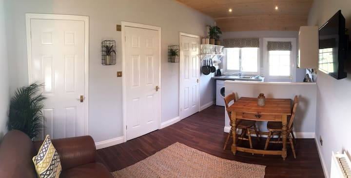 The Chalet ~ Rural getaway, great access to Oxford
