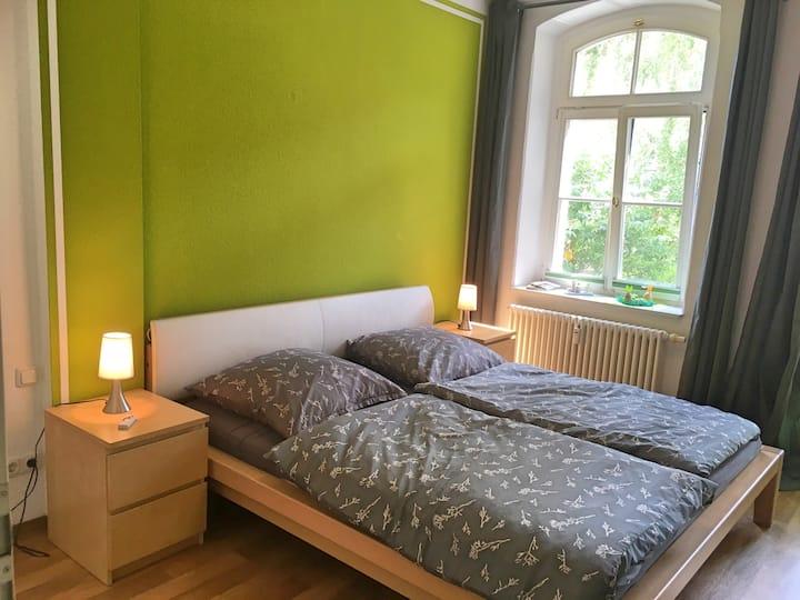 Schönes Zimmer mit kleinem Balkon, zentral gelegen