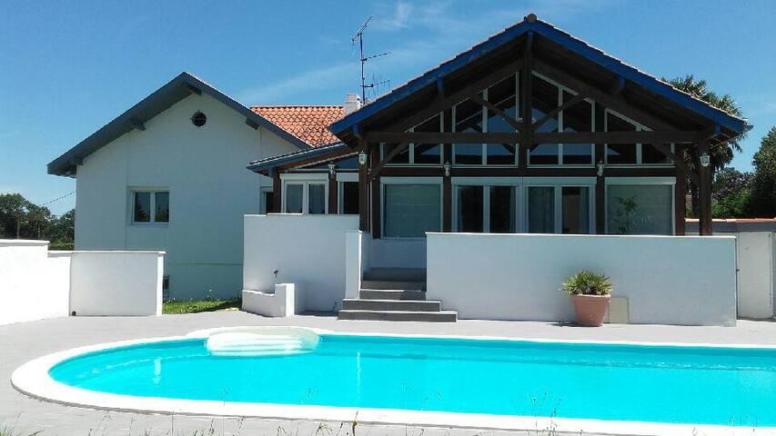 Villa en impasse avec piscine chauffée