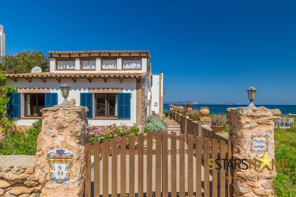 Holiday house in front of the sea