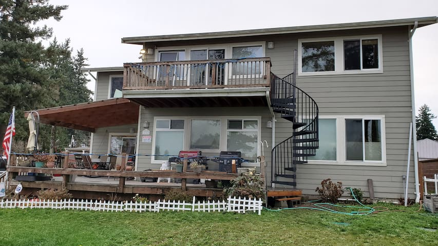 2 bdr Lake Front View Unit w private deck&entrance