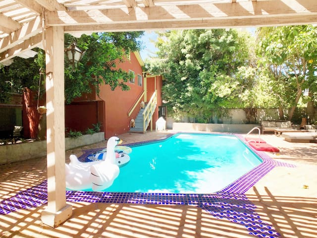 Bohemian guest house with beautiful yard &  pool.