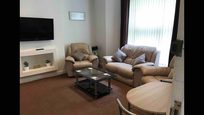 CLOSE TO ANFIELD  STADIUMS & CITY CENTRE APARTMENT