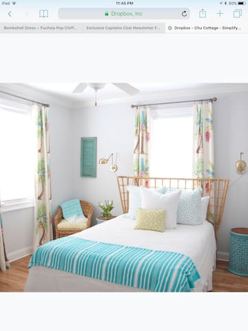 Guest room with a queen bed