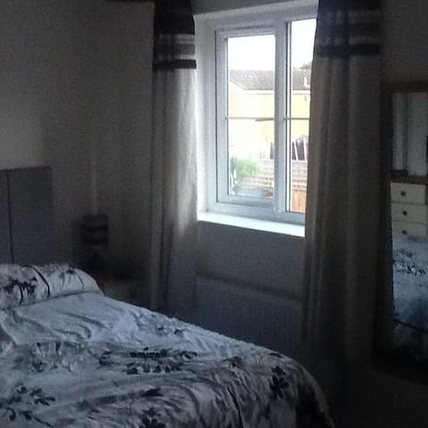 Double room in family home West Coventry