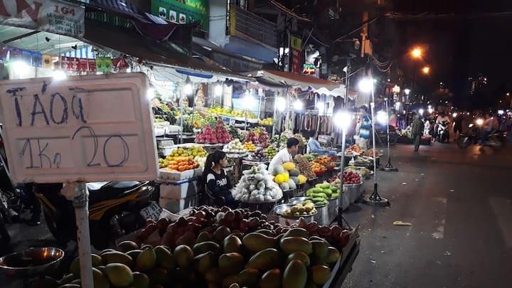 fruit market of Xom Chieu