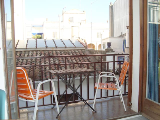 Near to beach, Central Sitges Retro Apt