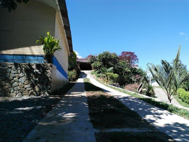 Habitaciones en casa campestre - Ibagué - Bed & Breakfast