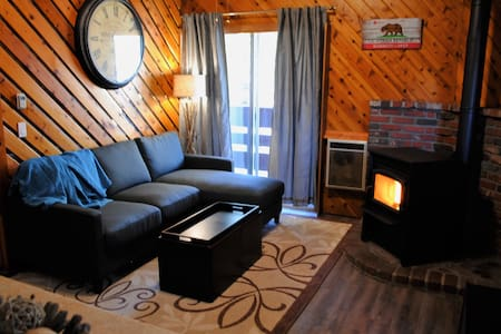 Best price in town!! Cozy Cabin Condo, Sleeps 6!