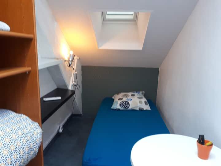 Chambre privée Chez Habitant WIFI/Parking Gratuits