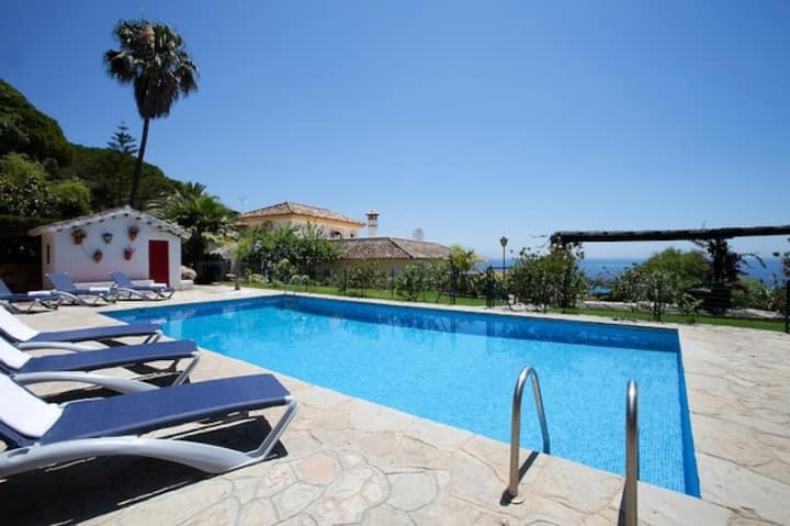 Tarifa Holiday Villa with Pool To Rent rv-120