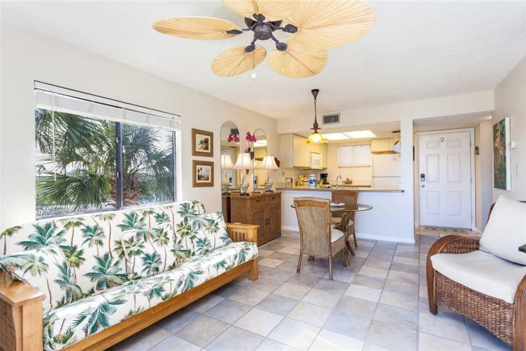 Perfect for Couples! - Just the right amount of space so you're never too far from each other during a romantic beach getaway! Th
