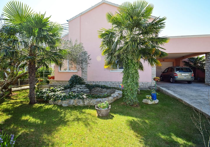 Apt for 2+1 persons with WLAN in Vodice R28
