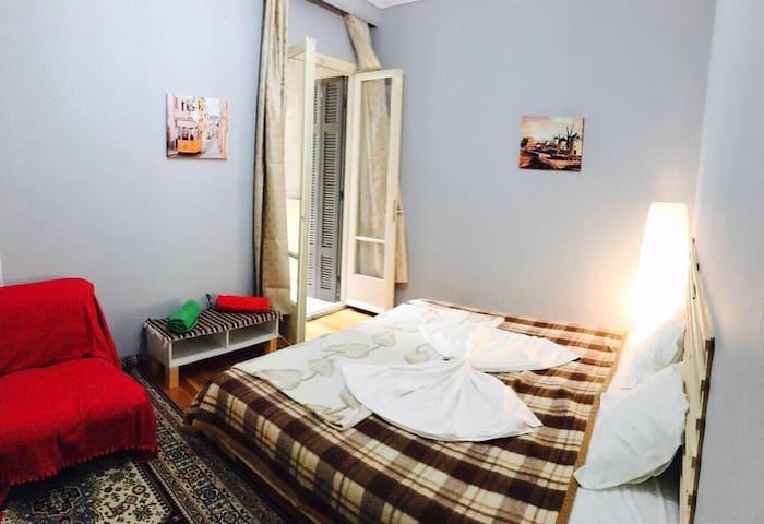 Private room with XL double bed - Θεσσαλονίκη - Huoneisto