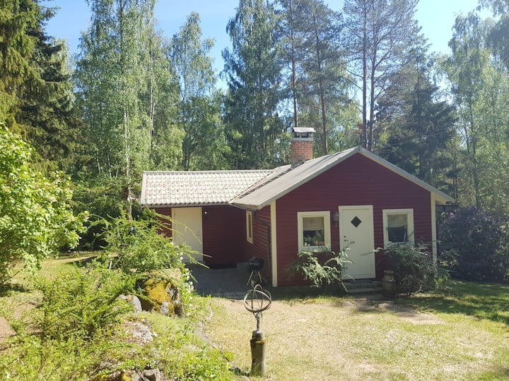 Cozy cottage house close to lake  Mälaren