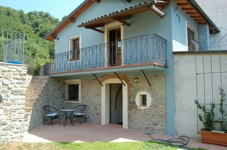 Holiday home in Tuscany hills - Mologno, Province of Lucca, Italy - Huis