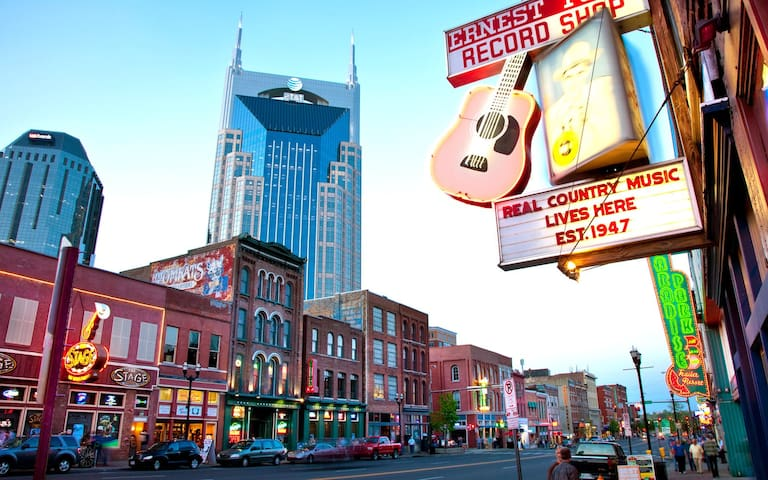 Nashville's #1 Location 2BR Luxury! - Music City - Nashville - Apartamento