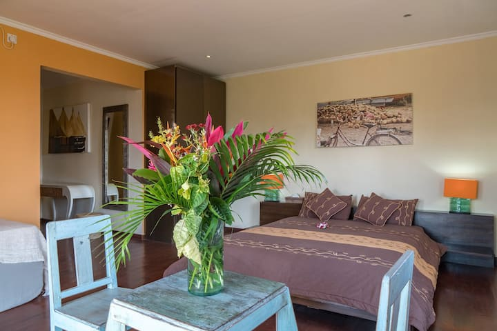 1BR Studio & Shared Pool in the Heart of Seminyak
