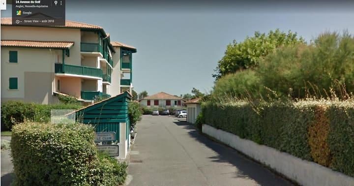 T2 terrasse,piscine proximité plage,golf,commerces