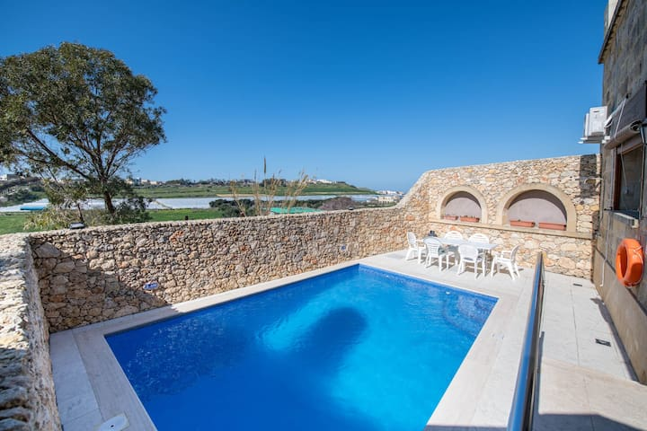 Gianni's - Holiday Farmhouse with Private Pool