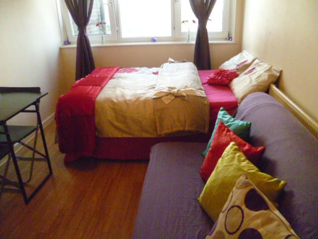 LONDON OESOP'S ROOM SLEEPS 2, 10MINS TO TUBE. - Woodford - Appartement