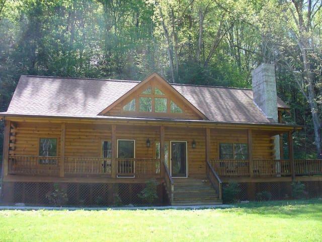 Beautiful Log Cabin Near Asheville, NC - Canton - Blockhütte