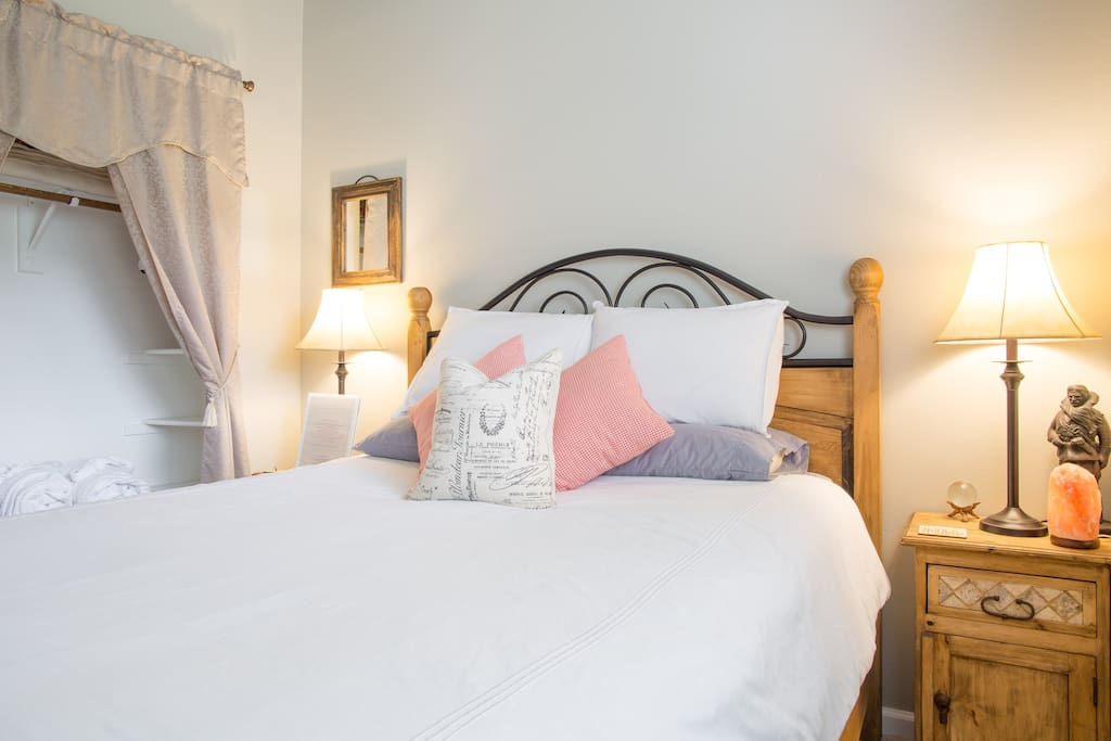 Comfortable queen bed with down alternative duvet and quality linens. Extra blankets provided in room.