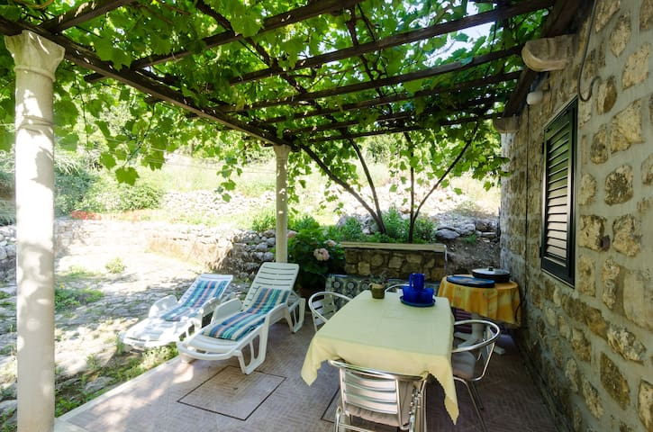 Olive Mill - Two Bedroom Holiday Home with Terrace - Plat - Hus
