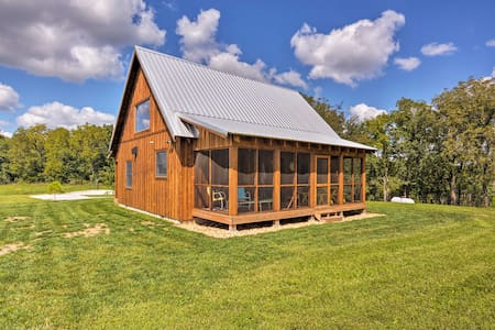 Greenfield Cabin w/Screened-In Porch & Fire Pit!