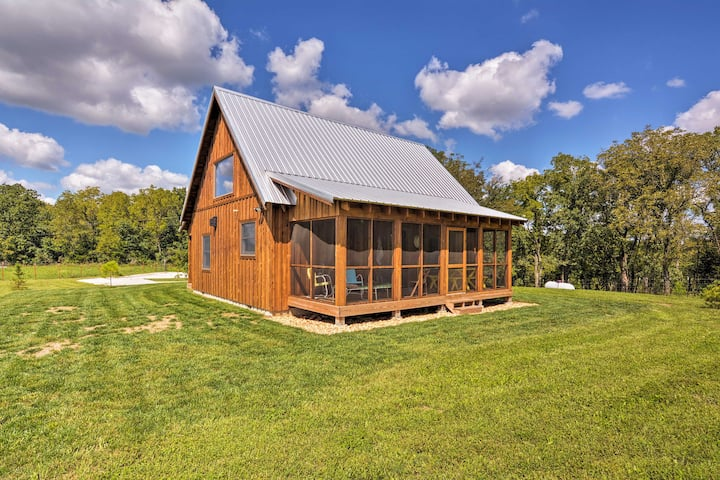 Greenfield Cabin w/ Screened-In Porch & Fire Pit!