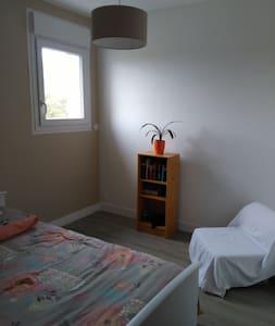 15 mn de Caen A84 chambre privée - Noyers-Bocage - Dům