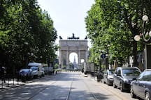 The Arch of Peace, 5 minutes walk from the apartment / L'arco della Pace, a 5 minuti a piedi da casa